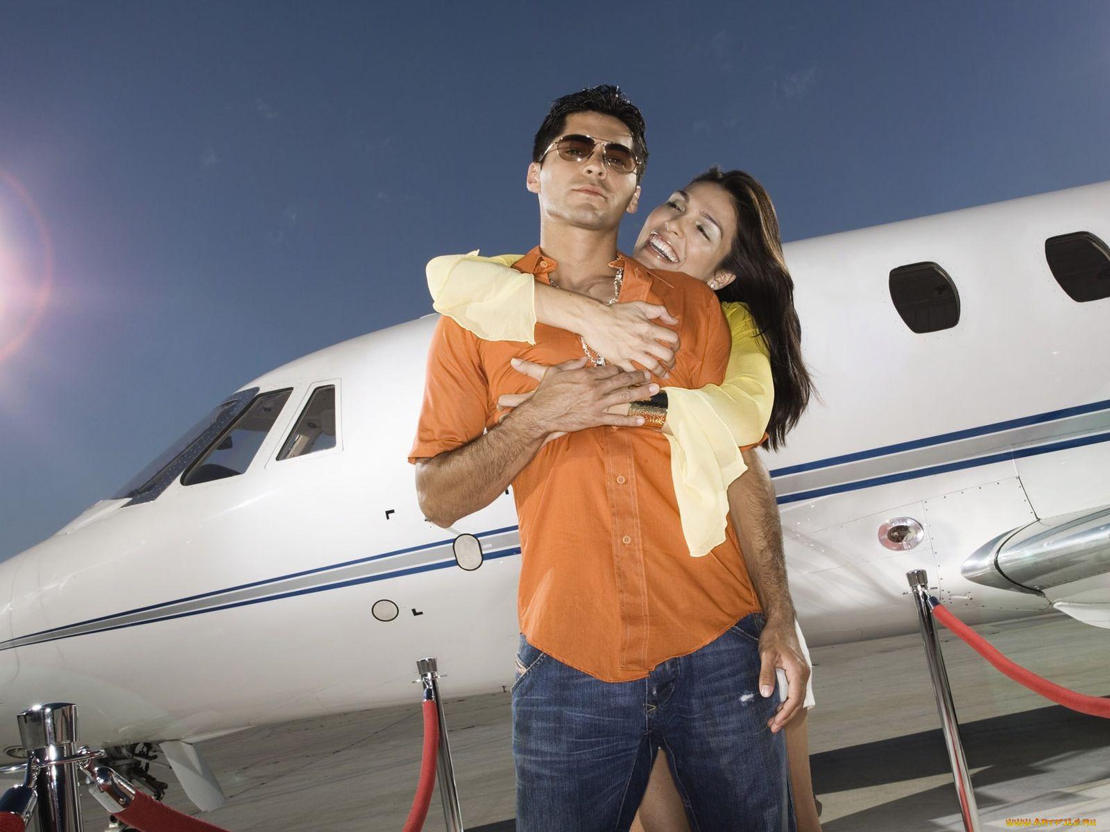 Фото парней с девушками в самолете